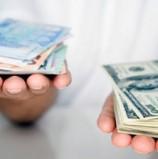 Долар і євро далі йдуть вгору