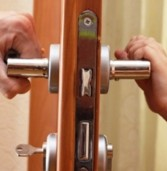 Двоє дітей лишились замкненими в квартирі