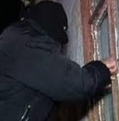 За 853 гривні чоловік напав на пенсіонерку з ножем