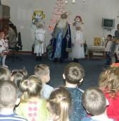 Миколай із ангелами роздавали подарунки вихованцям дитсадків