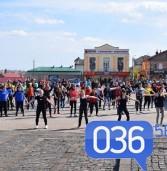 У центрі міста займались фітнесом, змагались у жимі, виміряли тиск (фото)