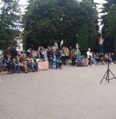 В центрі міста влаштували гітарну тусовку та пікнік просто неба (фото)