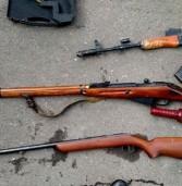 Патрони, пістолети, гранати: 47-річний чоловік зберігав арсенал зброї