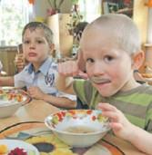 Хто проконтролює, що покладуть школярам у тарілку на 5,51 грн.?