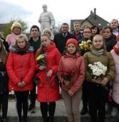 Біля пам'ятників Шевченку робили фото та селфі