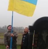 На могилах атовців з'явились прапори