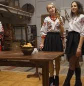 Андріївські вечорниці у замку: частувались, гадали та слухали українські пісні (фото)