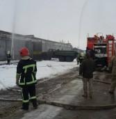 Військові з рятувальники ліквідовували загоряння складу (фото)