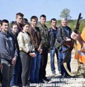 На полігоні молодь вчать стріляти