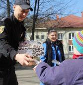 Поліцейські передали печиво від Матвійка
