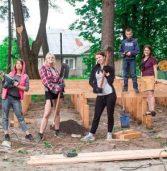 Завдяки волонтерам на бібліотеці з'явились мурали, а в парках – літні сцени