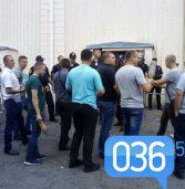 Біля Будинку культури працюють працівники екстрених служб (фото)